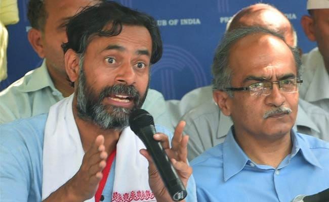 AAP Punishes Yogendra Yadav, Prashant Bhushan, Sacks Them From Key Panel