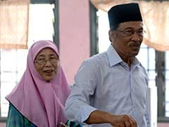 Wife of Malaysia's jailed Anwar Ibrahim to Run for his Seat