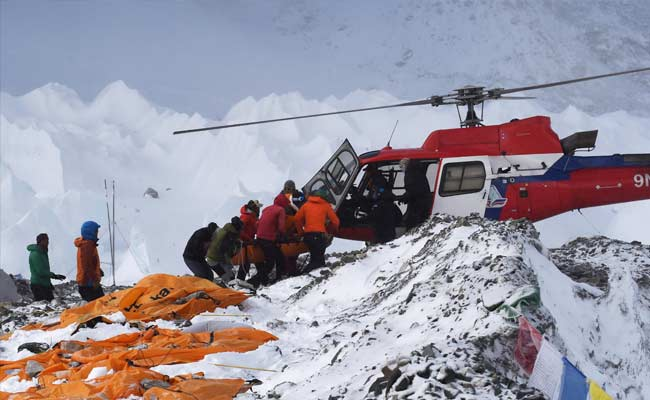 Nepal Earthquake: Choppers Rescue Climbers Stranded at High Altitude on Mount Everest