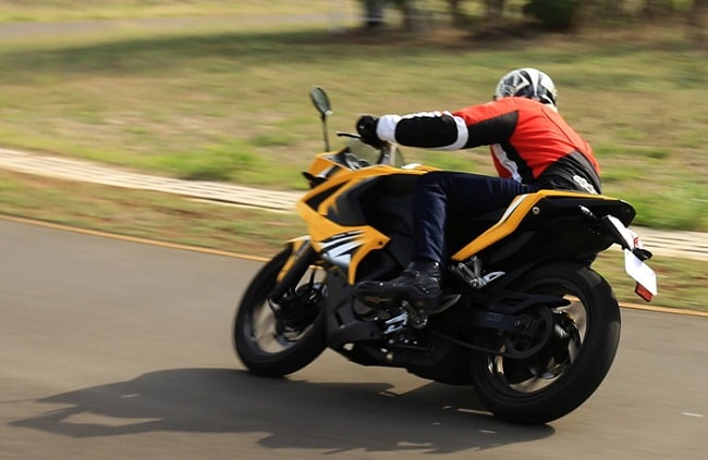 Bajaj Pulsar RS 200 rear profile picture