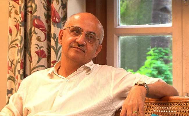 Academics, Lawyers Among 600 To Slam Raids Against Activist Harsh Mander