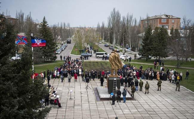 Lenin Statues Toppled in Government-Held East Ukraine