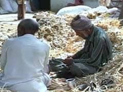 किसानों के कर्ज़ को पुनर्गठित करें बैंक : केंद्र