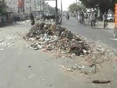 अनिश्चितकालीन हड़ताल पर पटना नगर निगम के कर्मचारी, सड़कों पर लगा कचरे का अंबार