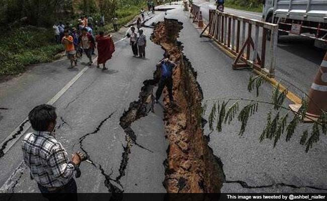 PM Narendra Modi Speaks to Nepal President After 7.9 Magnitude Earthquake Hits Nepal