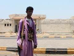 Yemen Rebels Quit Aden Palace After Air Raids