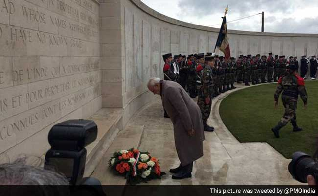 PM Modi Visits the Neuve-Chapelle Memorial, Pays Tribute to Martyred Indian Soldiers Who Fought in World War I