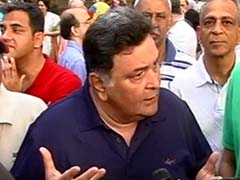 Residents of Mumbai's Upscale Pali Hill Protest Proposal to Open Up Footpaths to Hawkers