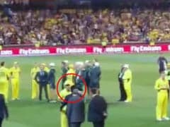 Epic Moment: When Oz's Maxwell Stopped Interview to Hug Sachin