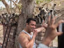 Salman Khan Feeds Monkeys on the Sets of <i>Prem Ratan Dhan Payo</i>