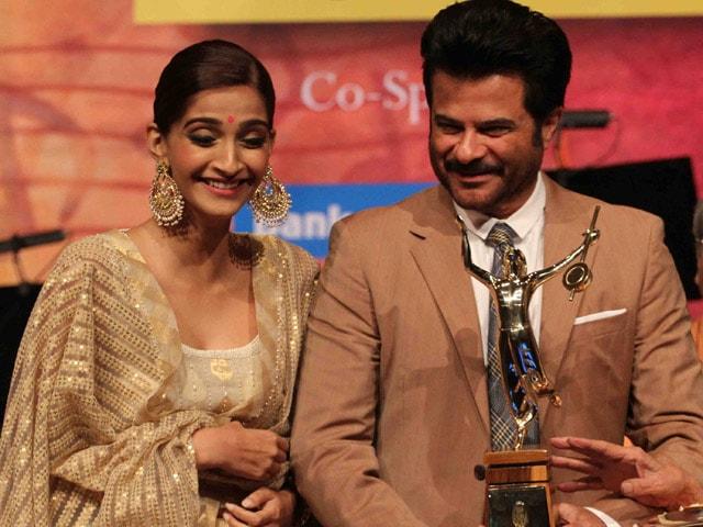 Anil Kapoor Receives Deenanath Mangeshkar Award