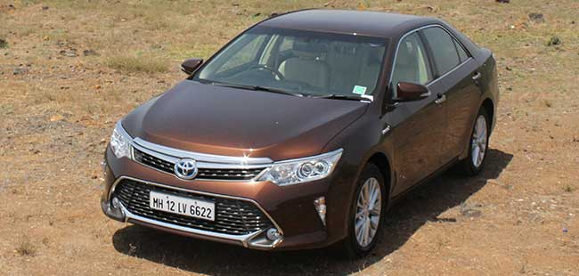 Toyota Camry Hybrid Price In Delhi Reduced By Up To 2 30 Lakh