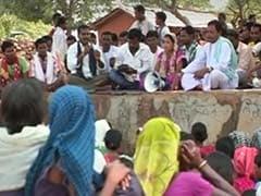 पुलिस शिविर की स्थापना से नाराज आदिवासियों ने किया प्रदर्शन, देखें VIDEO
