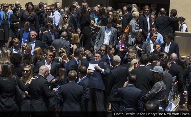 Charmed Leaders of Tech, and Poker Buddies, Gather to Mourn Dave Goldberg