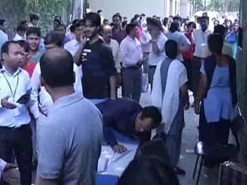 भूकंप की वजह से बिहार में 15 की मौत, यूपी में भी गई दो की जान