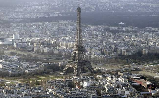 Eiffel Tower Closed for Hours After Intruder Spotted