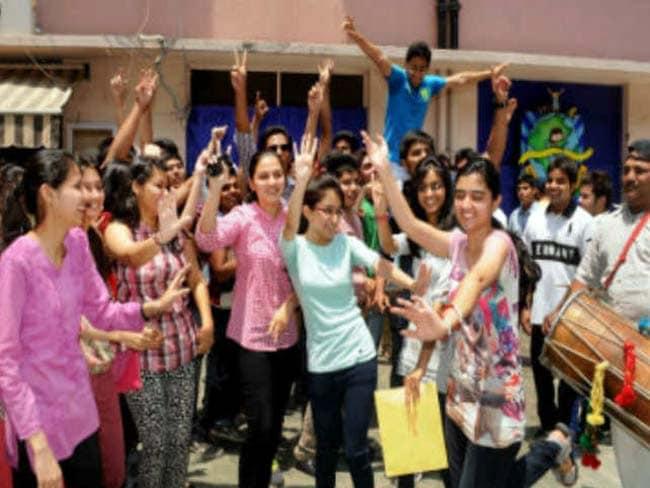 RBSE 10th Result 2020: राजस्थान 10वीं में 80.63% छात्र हुए पास, 81.41% के साथ लड़कों से आगे निकली लड़कियां