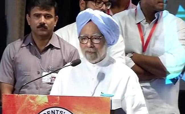 Former PM Manmohan Singh Attacks the Modi Government: Highlights