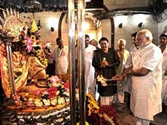 Prime Minister Narendra Modi Prays at Dakshineswar Temple in West Bengal