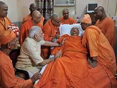 PM Narendra Modi Offers Prayers at Dakshineshwar Temple