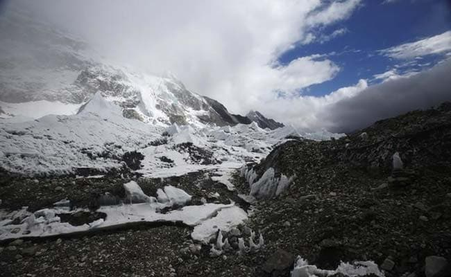 China Launches First Clean-Up Campaign Across Mount Everest Region