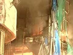 मुंबई : कालबादेवी की एक इमारत में आग बुझाने गए 2 अग्निशमन कर्मियों की जलकर मौत