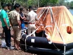 महाराष्ट्र में विजय दुर्ग के समंदर किनारे मिली संदिग्ध बोट