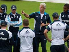 इंग्लिश क्रिकेट में फेरबदल, कोच बर्खास्त, स्ट्रॉस नए निदेशक