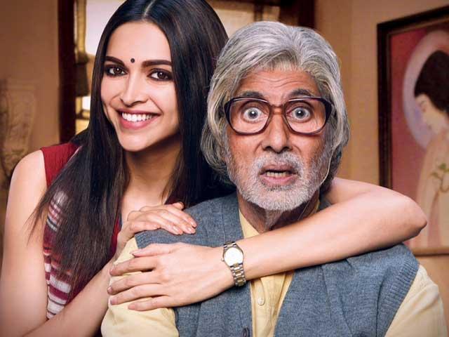 Watch: Amitabh Bachchan Complains Deepika Padukone Doesn't Offer Him Food On Set
