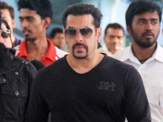 Salman Khan Wraps Bajrangi Bhaijaan in Kashmir, Flies to Mumbai