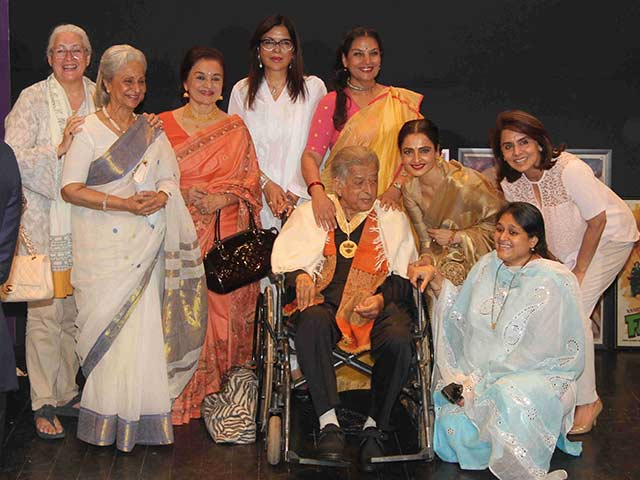 Shashi Kapoor with His Heroines. Now That's What We Call an Epic Picture