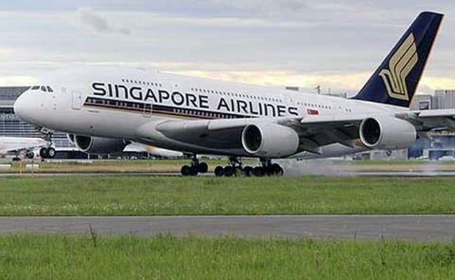 Struggling Singapore Airlines Offers Crew Unpaid Leave