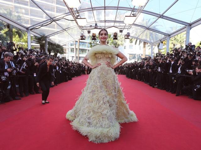 Cannes 2015: Sonam Kapoor's Red Carpet Dress #2 is Elie Saab (Like Aishwarya)