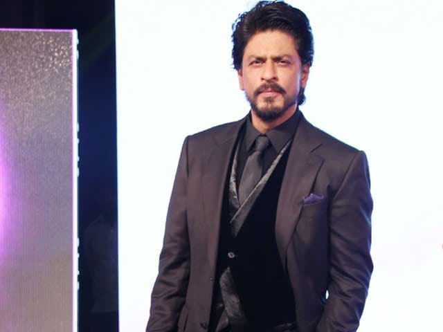 Shah Rukh Khan Goes Home From Hospital After Knee Surgery