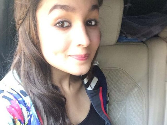 Alia Bhatt, Nursing an Injury, is on Holiday With Family in Hyderabad