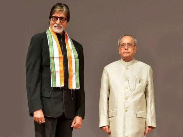 Amitabh Bachchan Watches Piku at Rashtrapati Bhavan With the President