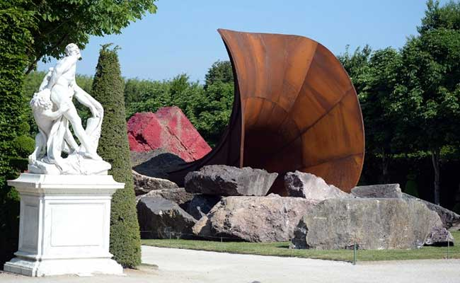 Huge Uproar Over Anish Kapoor's 'Blatantly Sexual' Sculpture at Versailles
