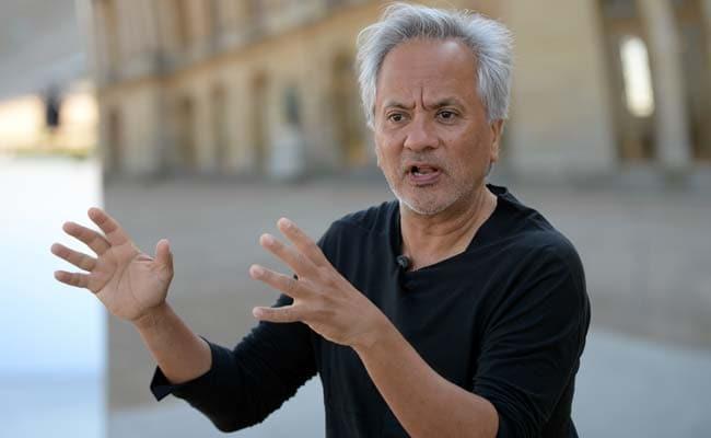 British-Indian Sculptor Anish Kapoor Awards $1 Million 'Jewish Nobel' Prize To Refugees