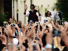 Sunday Crowd Makes Amitabh Bachchan Want to be 'Alone at Times'