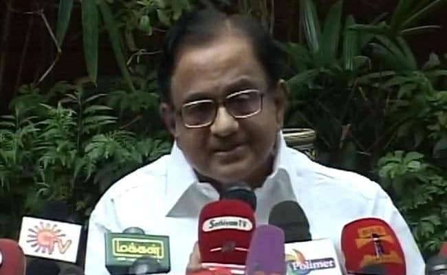 दिल्ली सरकार के वकील चिदंबरम बोले, संविधान और लोकतंत्र का मजाक बना रहे हैं उपराज्यपाल