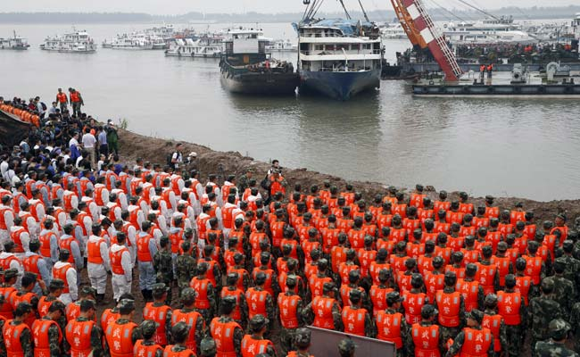 China Boat Death Toll Exceeds 400, Victims Mourned