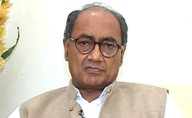 Seer Who Performed A 'Yagna' For Digvijaya Singh Sacked From Akhara