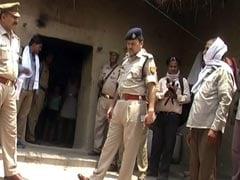 यूपी के फतेहपुर में आम तोड़ने के विवाद में नाबालिग लड़की को कथित रूप से जिंदा जलाया