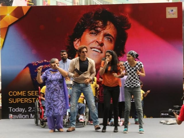 IIFA 2015: Hrithik Roshan Dances, Crowd Sings Ek Pal Ka Jeena