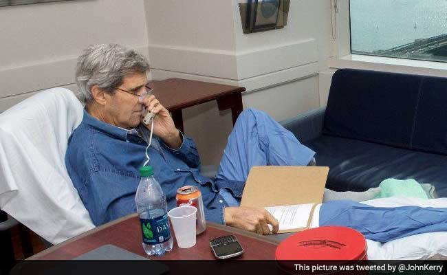 John Kerry Tweets Photo 10 Days After Breaking Femur