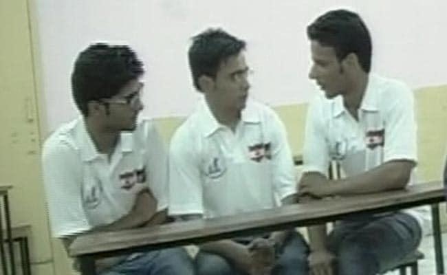 कश्मीरी छात्रों की किस्मत बदलने का बीड़ा IIT छात्रों ने उठाया