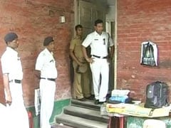 कोलकाता में बहन के कंकाल के साथ 6 महीने तक घर में रहने वाला शख्स मृत पाया गया