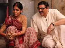 <I>Mohalla Assi</I> Director Says 'Pirated' Footage Leaked to 'Sabotage' Film