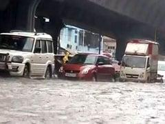 मुंबई : बीएमसी के दो कर्मचारियों की भारी बारिश के दौरान पानी में गिरने से मौत