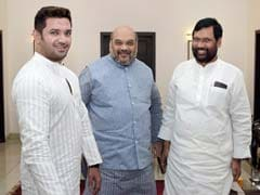 Ahead of Bihar Polls, Lok Janshakti Party Chief Ram Vilas Paswan Meets BJP President Amit Shah